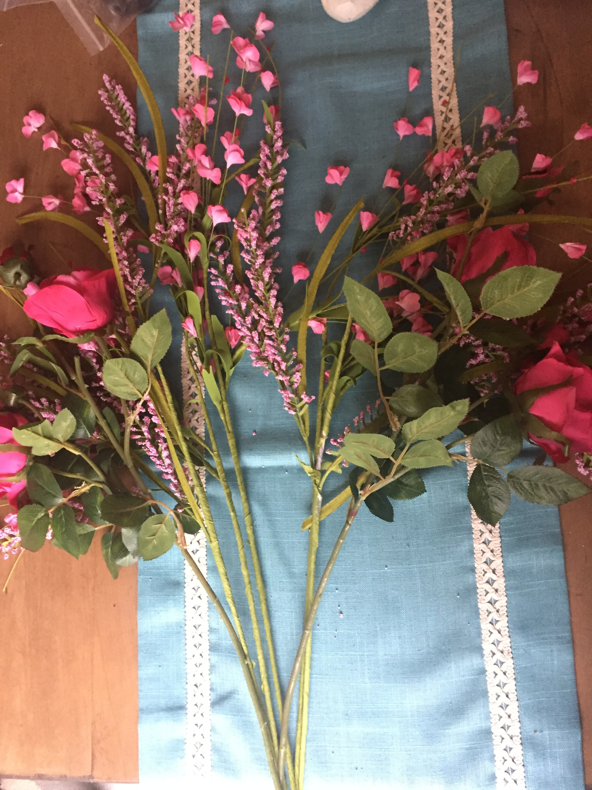 STEP 3: Now lay down the roses on the sides