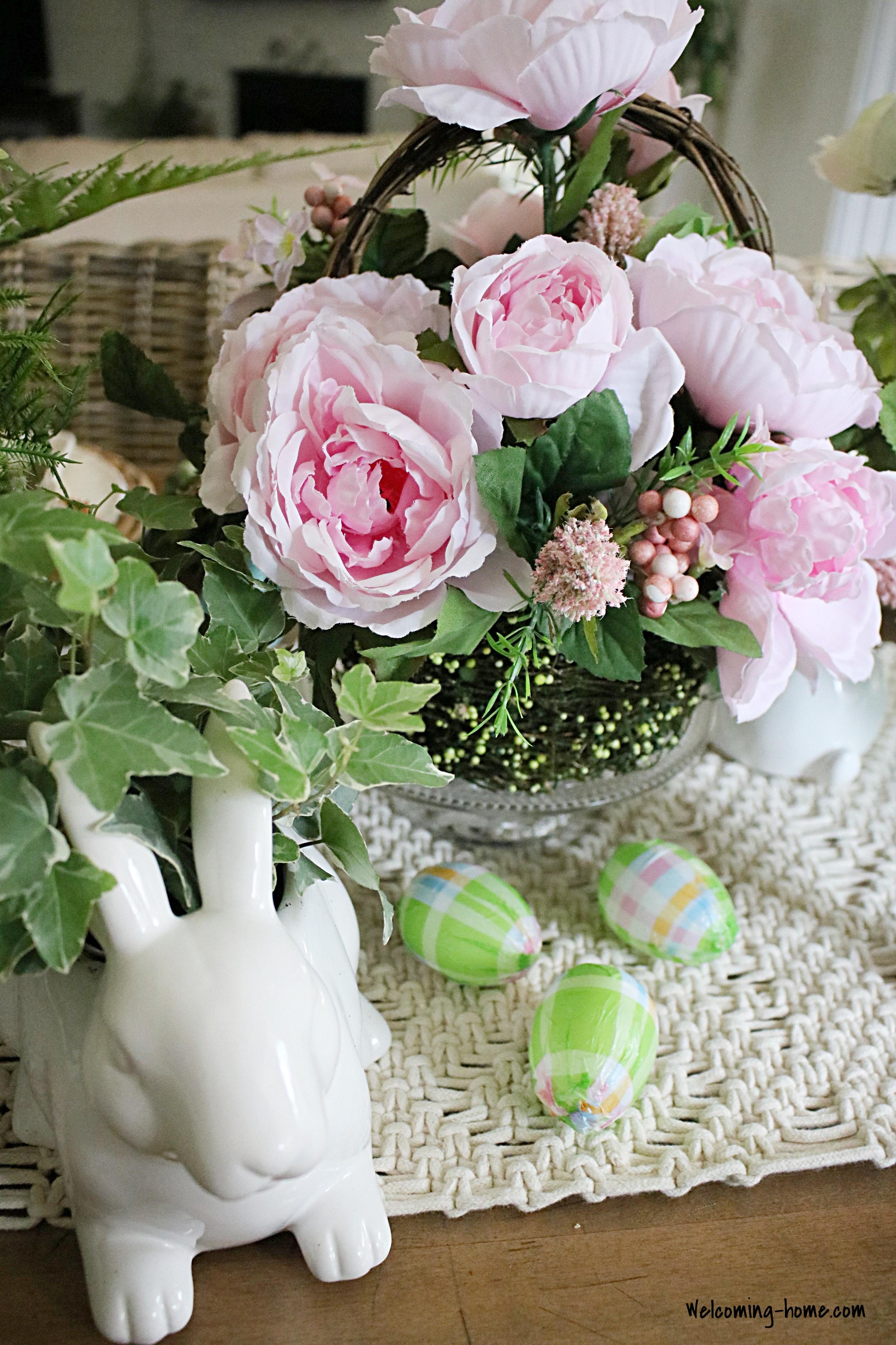eggs for the table decor.JPG