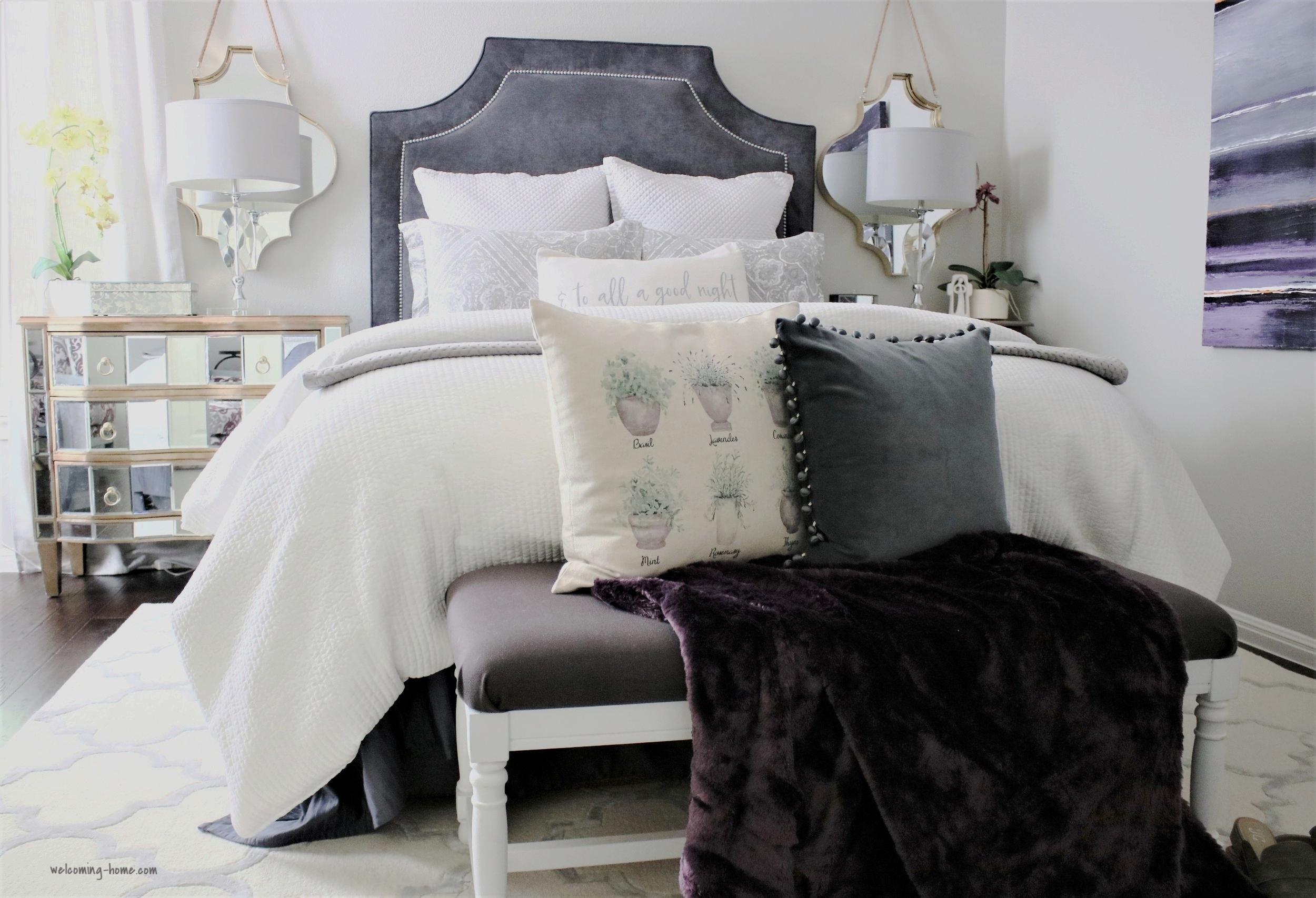 guest bedroom bench.JPG
