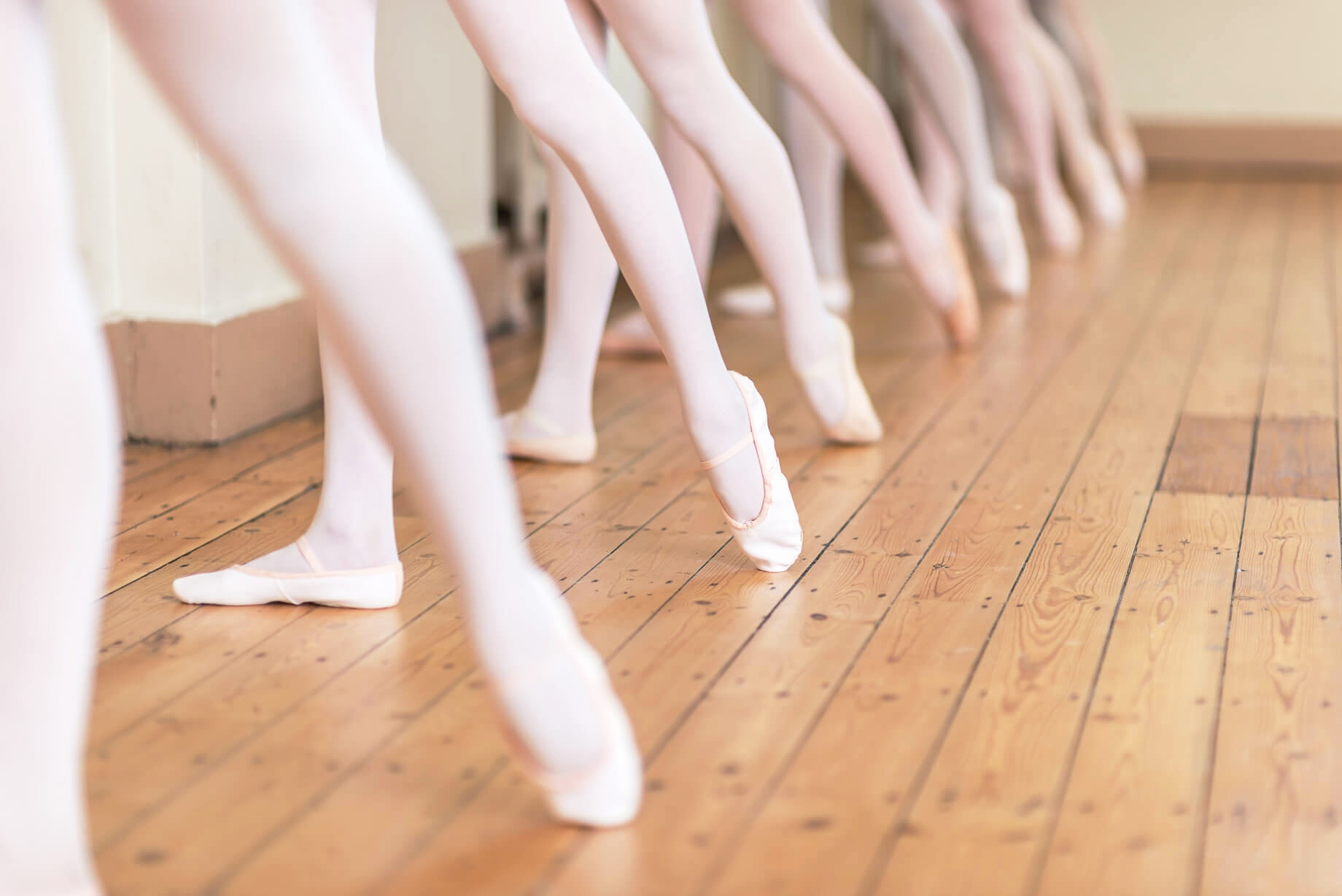 rnsd-ballet-shoes-dance-class-rutleigh-norris-school-birmingham-warwickshire-pink-wood-floor.jpg