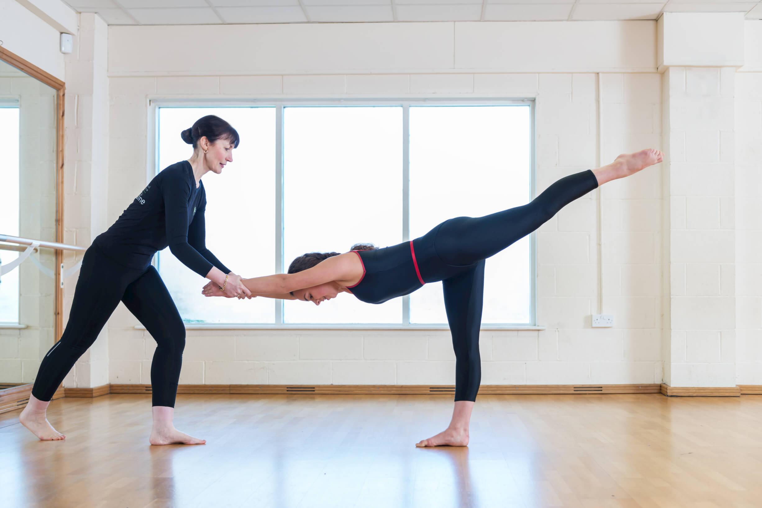 mondern-dance-class-solo-girl-and-teacher-rnsd-rutleigh-norris-school-of-dance.jpg