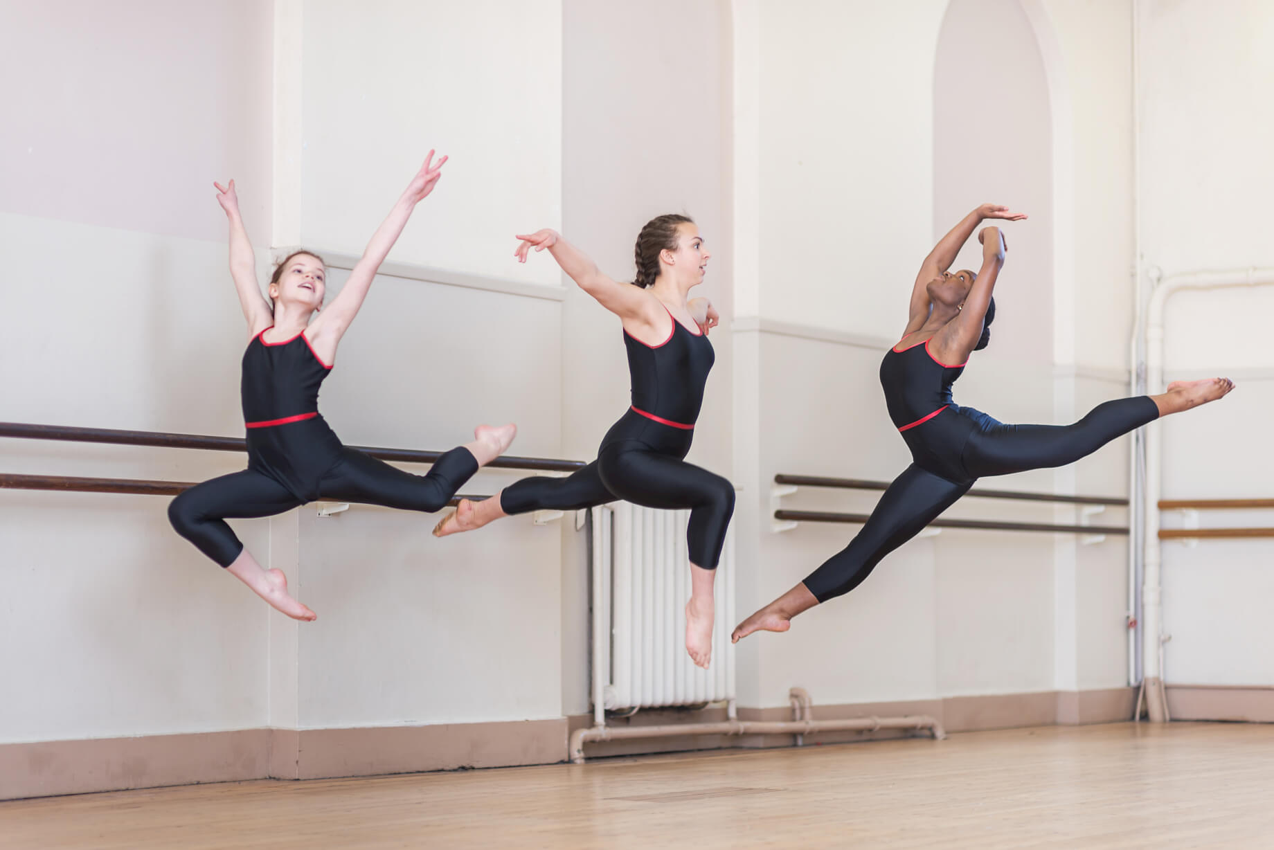 leap-in-the-air-modern-dance-girls-class-rnsd-rutleigh-norris-school-of-dance.jpg