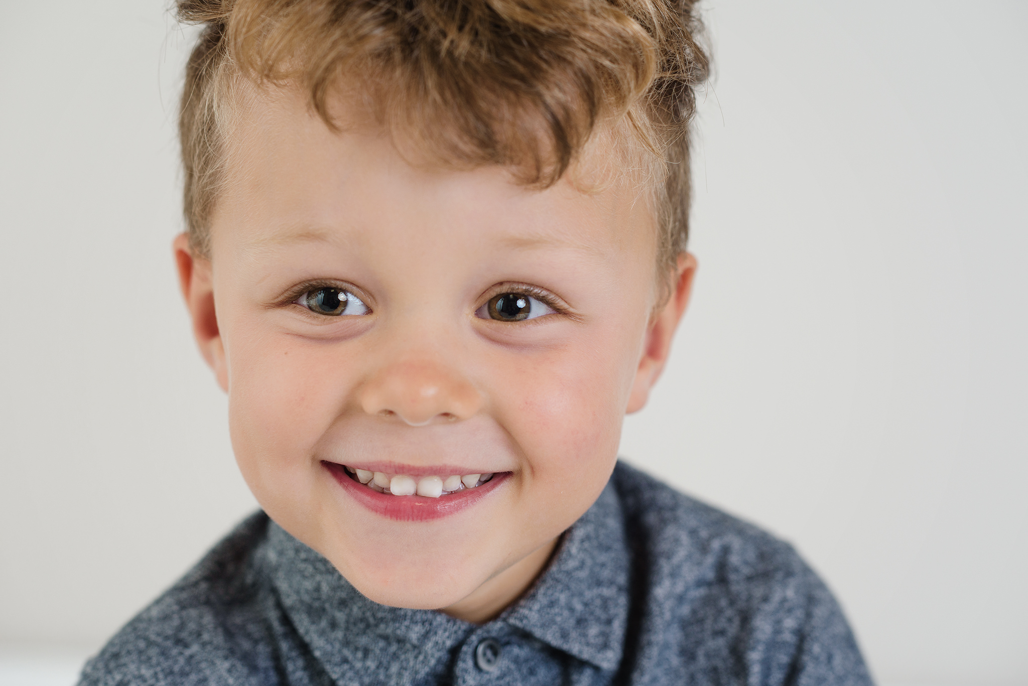 close up of a little boy smiling at his mum in the studio | Children's Photographer Aylesbury Buckinghamshire and Thame Oxfordshire