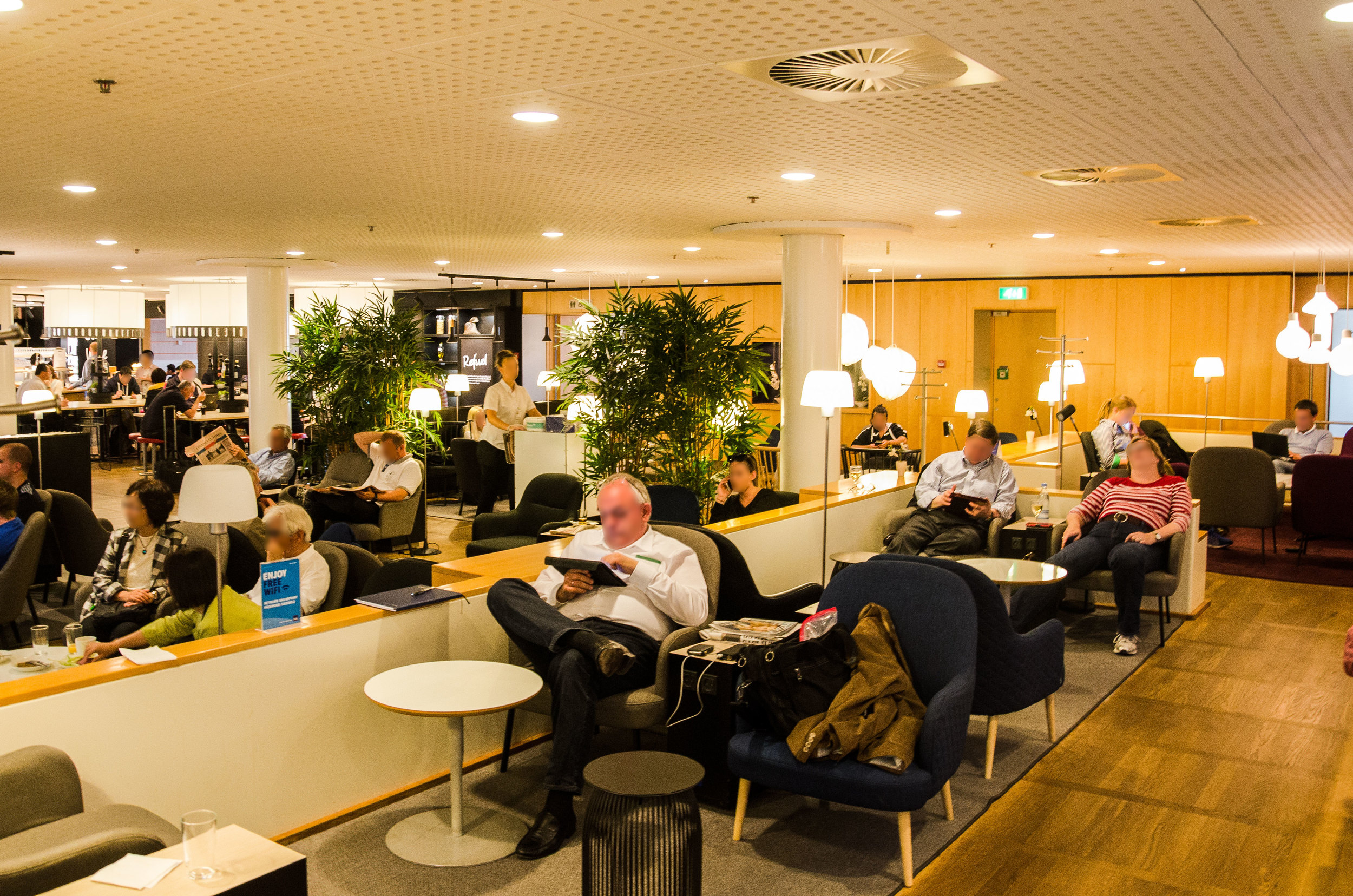 The lounge's main seating area. Though there were many people there were always enough seats still available!