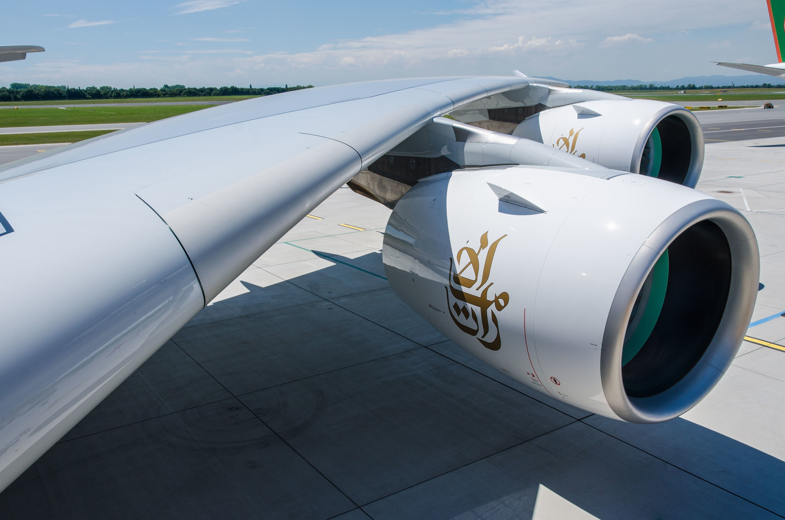 The A380 has a wingspan of 79,75 meters