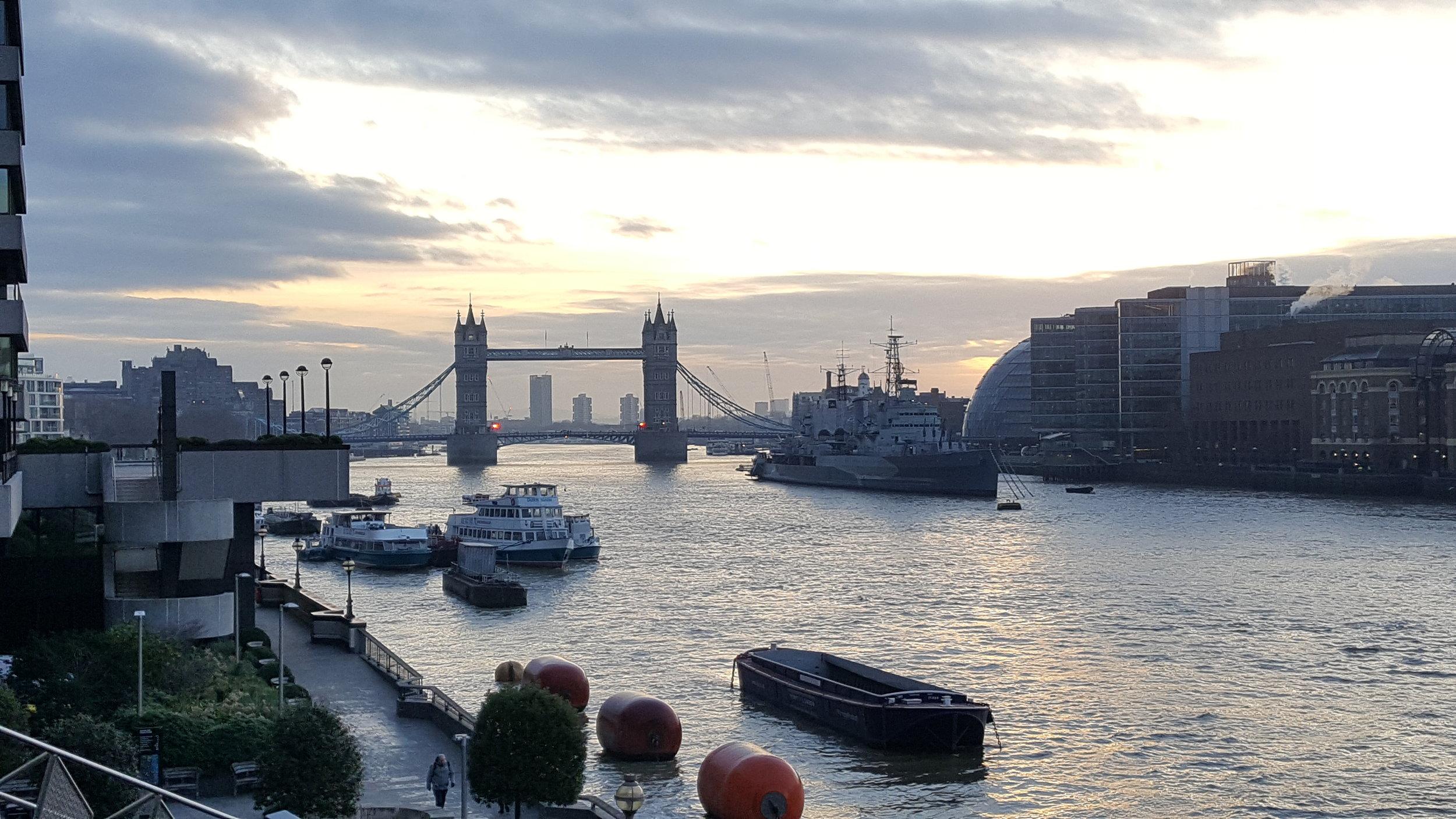 Sunrise over Tower Bridge but grey.jpg