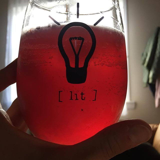 Blueberry kombucha, gin, and club got us....💡 #TGIF