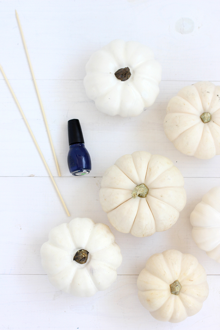 diy-marbled-indigo-pumpkins-supplies.jpg
