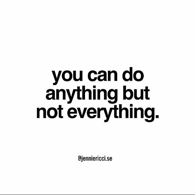 Tål att upprepas, gång på gång på gång. Vi kan göra nästan vad som helst men inte samtidigt. Samtidigt riskerar att skapa utmattning.  Se på mig, det var ju en av anledningarna till att jag blev väldigt dålig i utmattning. Pluggade 100% och jobbade nästan lika mycket. Idag hade jag gjort helt annorlunda. En sak i taget, prioriterat, vågat tro att det kommer gå bra även om jag tar det lugnare och förhoppningsvis njutit mer längs vägen.  Ta hand om dig och ha en finfin dag 💙