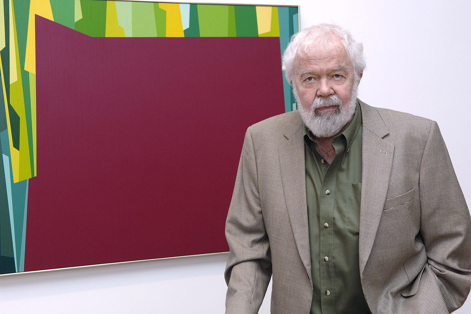 "Karl Benjamin in front of ""Interlocking Forms (Big Magenta with Green )"" , 1959 at the  Birth of the Cool  exhibition opening, 2007."