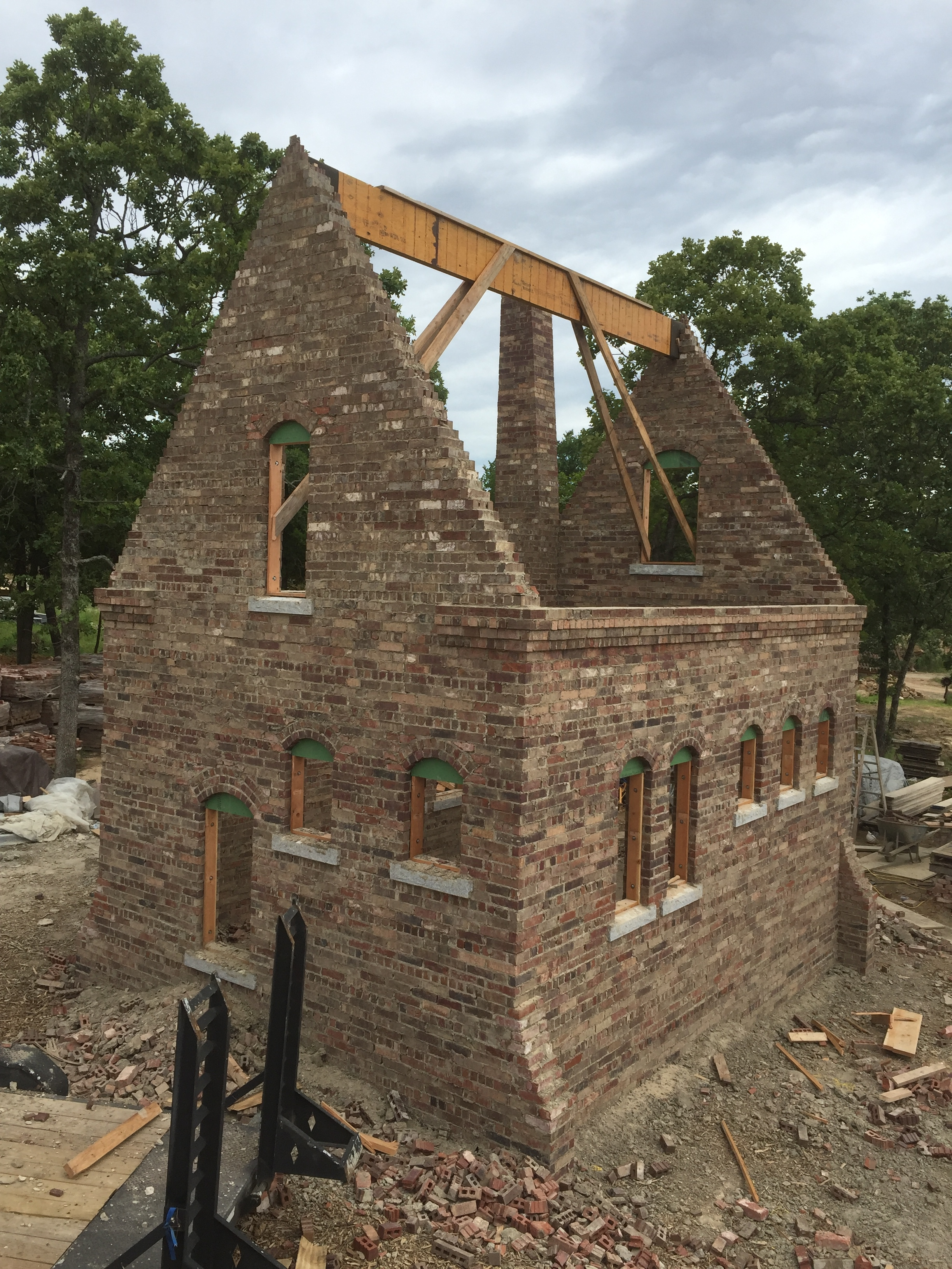 structural masonry, solid brick cottage