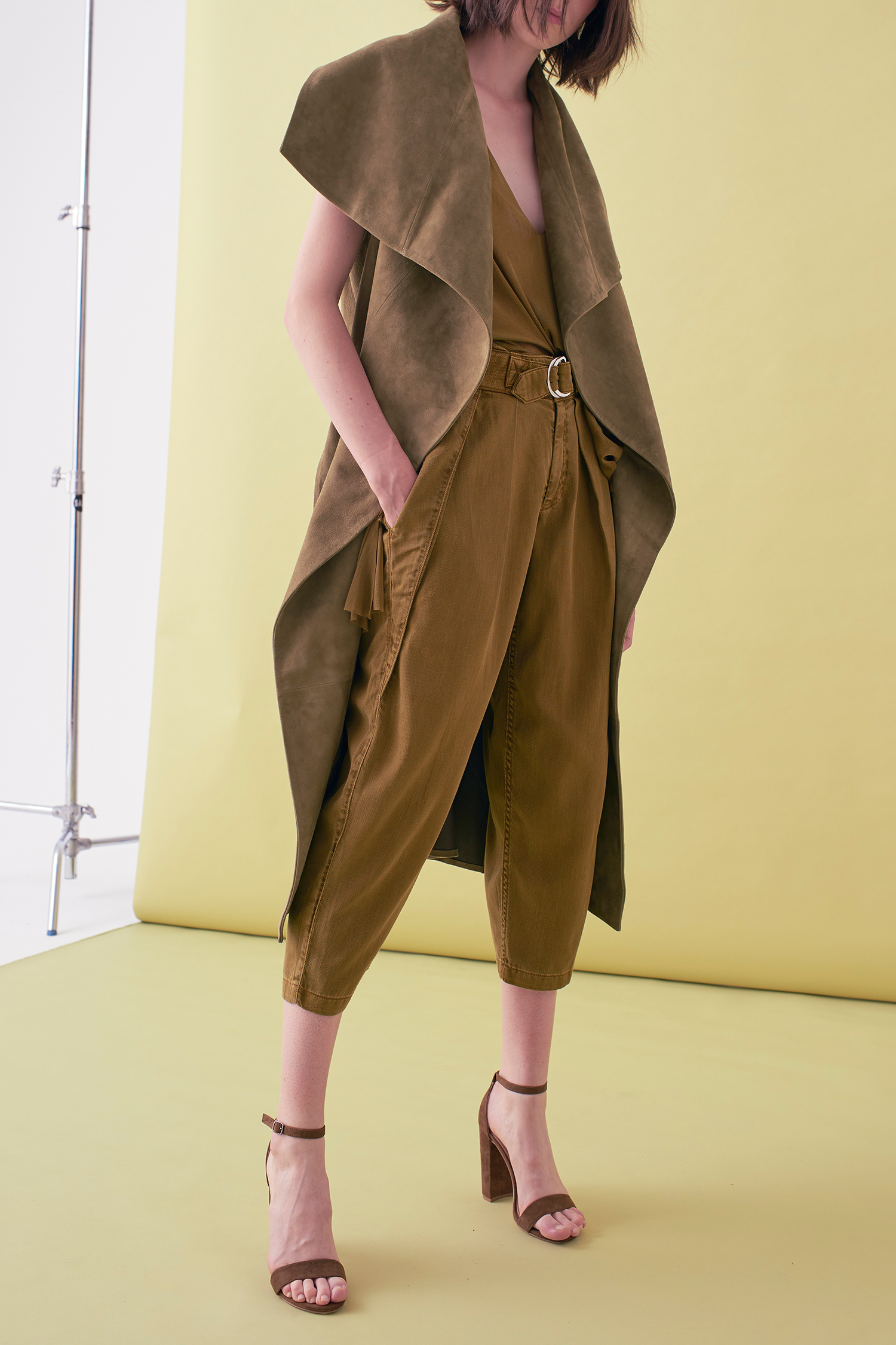 Sarah_Swann_SS17_02_Suede_Sleeveless_Long_Jacket_Olive_F01.jpg