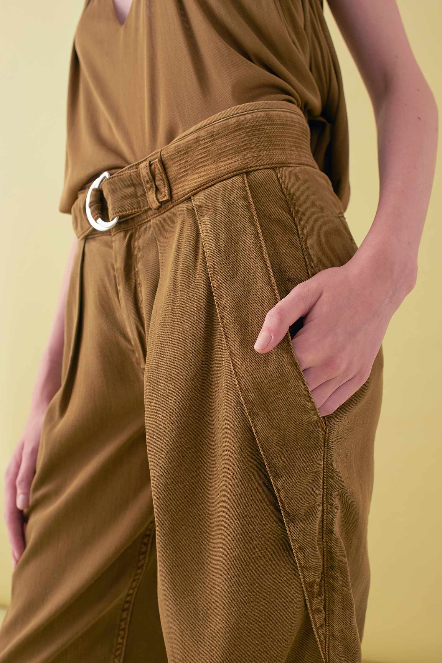 Sarah_Swann_SS17_08_Garment_Dyed_Cotton_Cropped_Tapered_Trouser_Olive_D.jpg