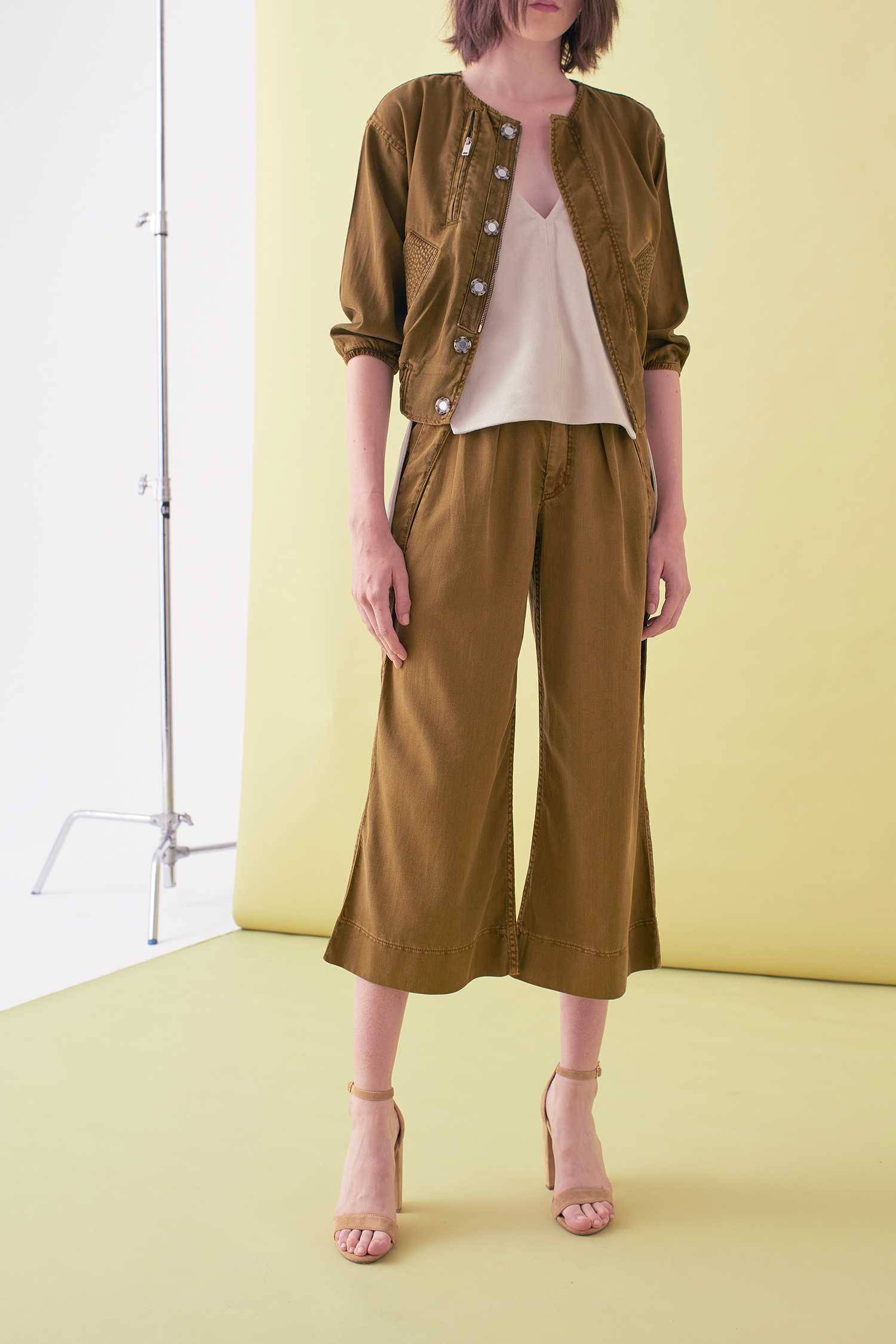 Sarah_Swann_SS17_09_Garment_Dyed_Cotton_Short_Utility_Jacket_Olive_F02.jpg