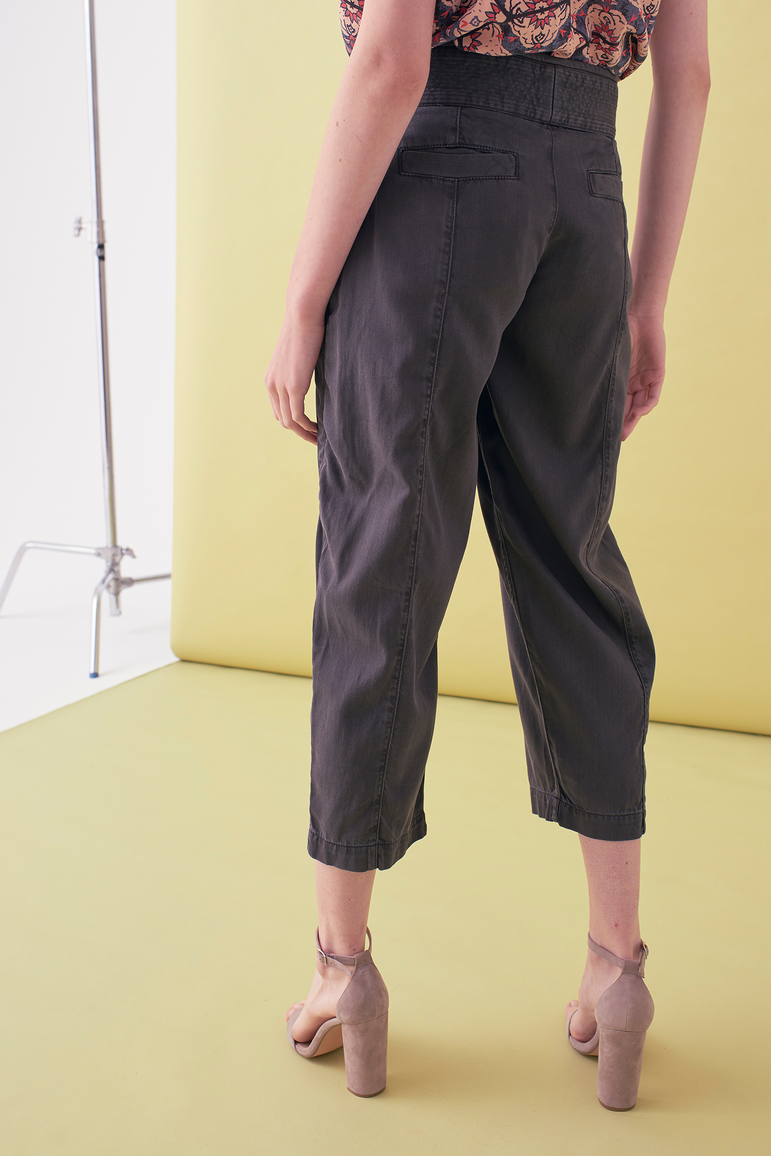 Sarah_Swann_SS17_11_Garment_Dyed_Cotton_Cropped_Tapered_Trouser_Slate_B.jpg