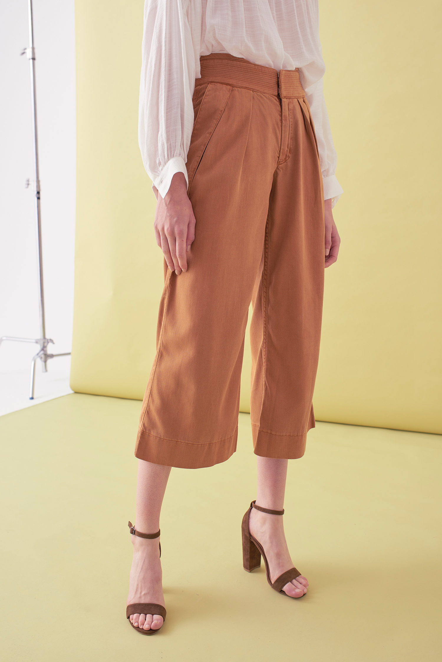 Sarah_Swann_SS17_21_Garment_Dyed_Cotton_Wide_Cropped_Trouser_Cosmetic_F.jpg