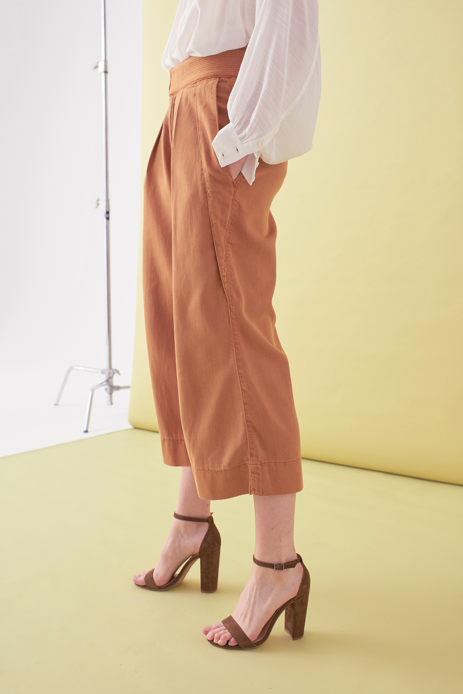 Sarah_Swann_SS17_21_Garment_Dyed_Cotton_Wide_Cropped_Trouser_Cosmetic_S.jpg