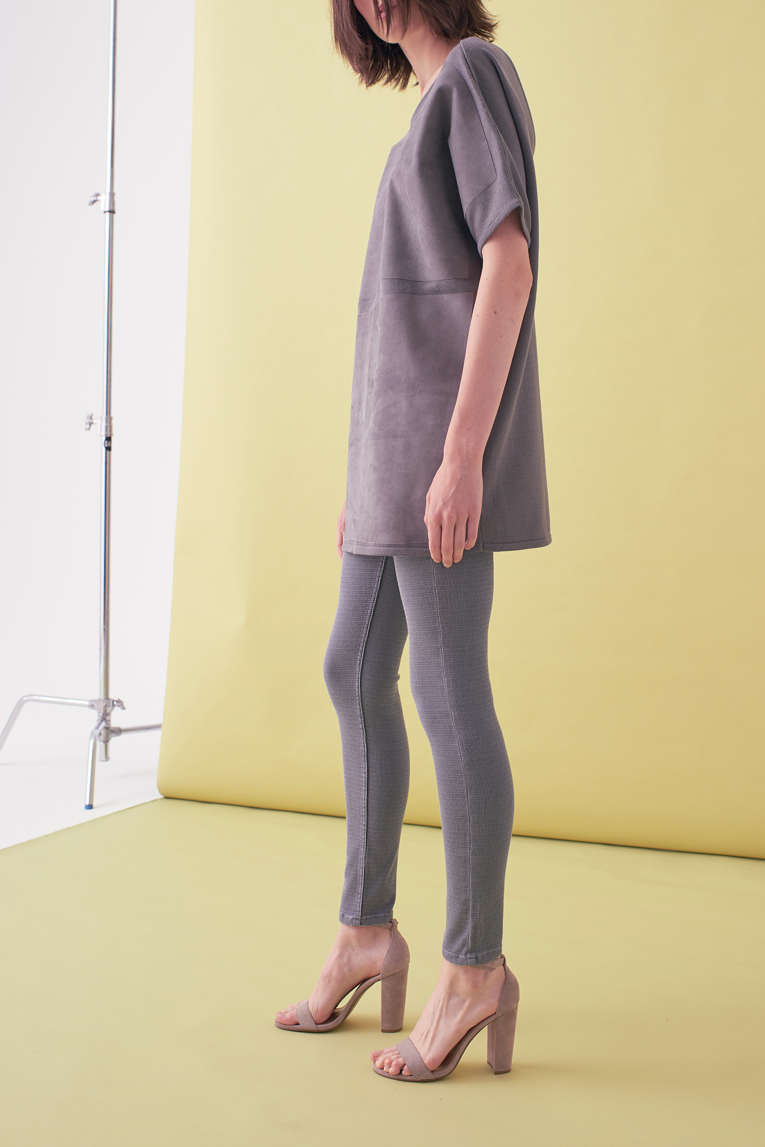 Sarah_Swann_SS17_07_Suede_And_Knit_Sweater_Pewter_S.jpg