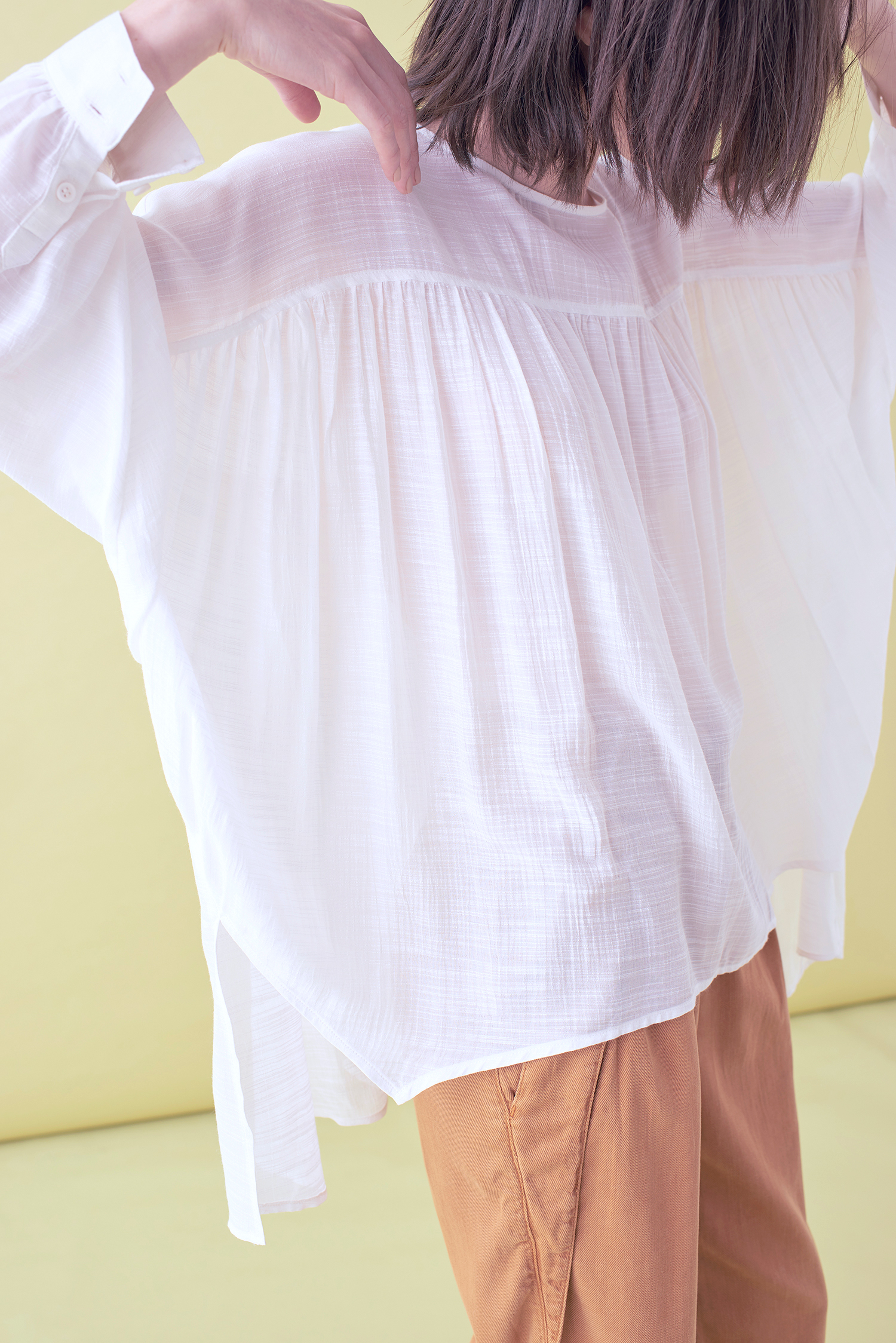 SHIRRING LONG SLEEVED BLOUSE