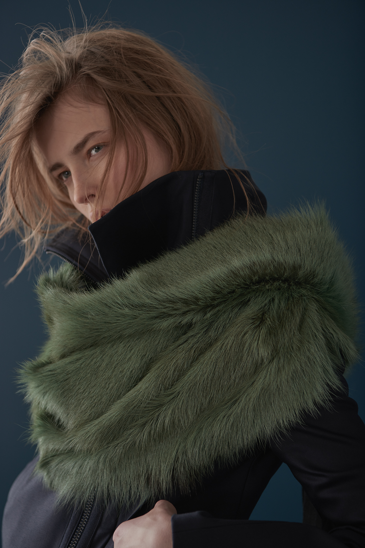 STRUCTURED COTTON COAT & GREEN FUR WRAP