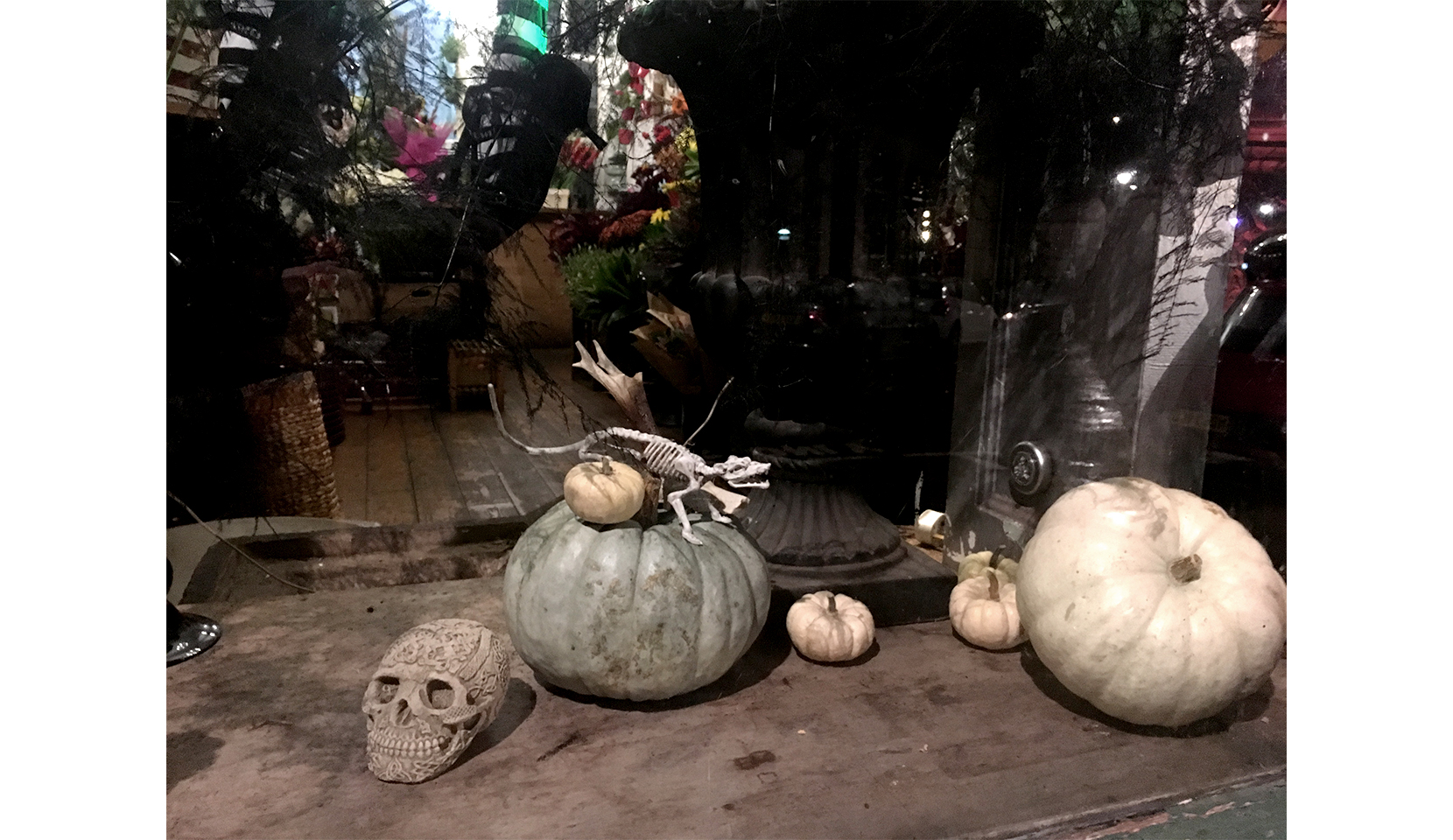 Minimal and Eco-Friendly Halloween Decorations-2.jpg