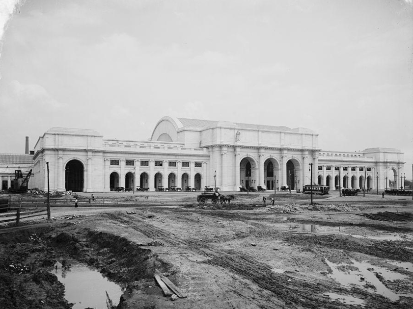 UNION STATION AT THE TURN OF THE CENTURY. LIBRARY OF CONGRESS PHOTO