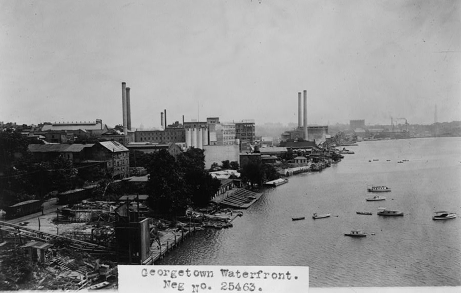 georgetown waterfront in 1909.  library of congress  photo