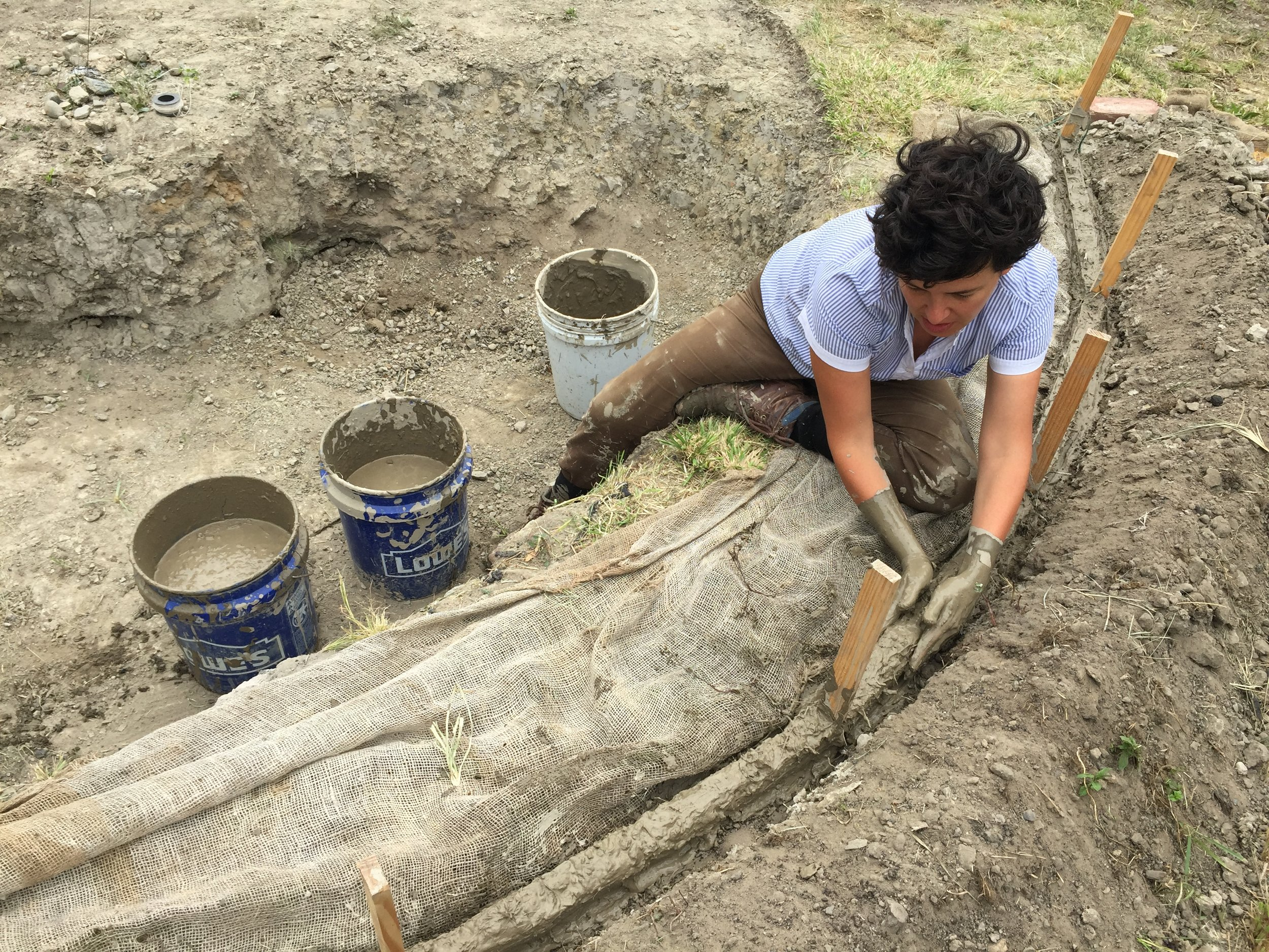Bel working on her site-specific installation for Burnside Farm, Detroit, Michigan, 2017. @falleiros_bel #earthworks