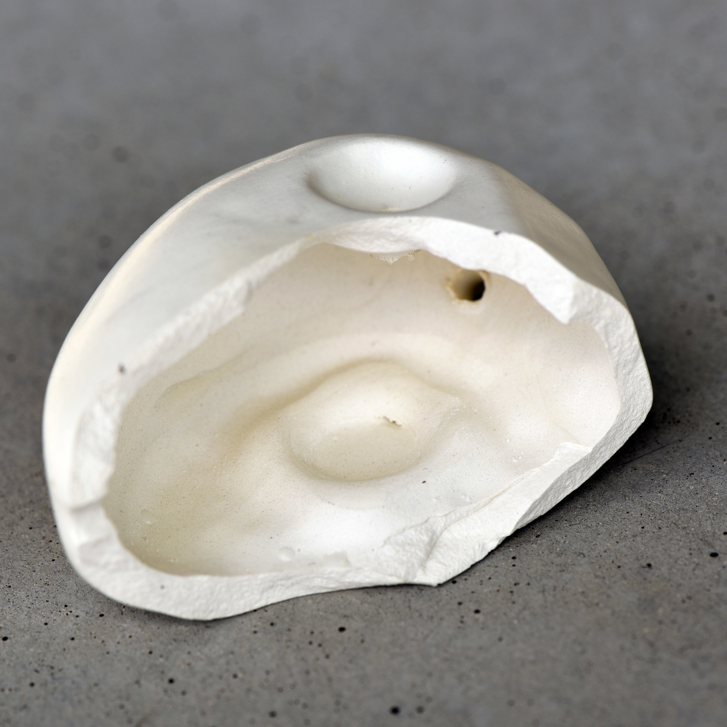 A cross-section of a Faceted Stone pipe, showing the hollow interior: very clog resistant!