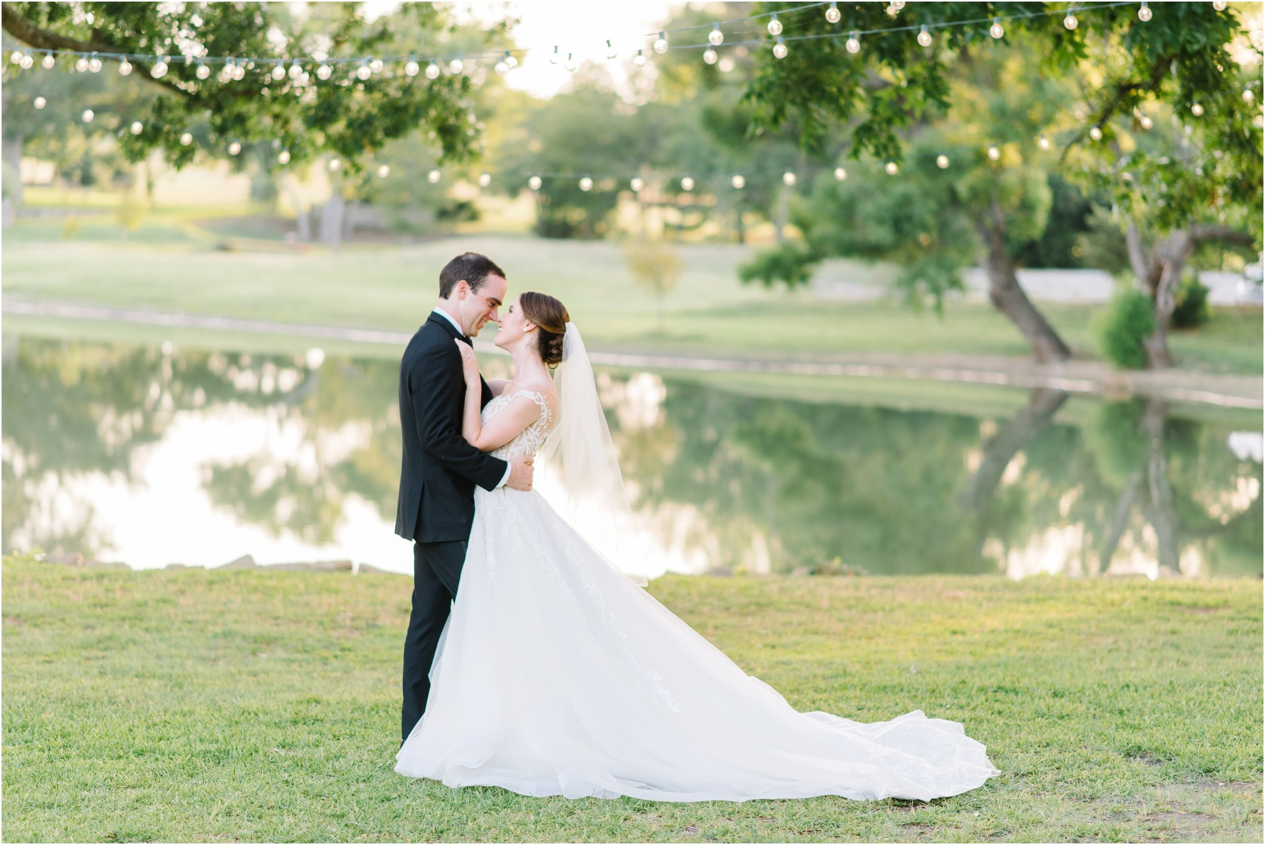 dallasweddingphotographer_fortworthweddingphotographer_texasweddingphotographer_mattandjulieweddings_whiterocklakewedding_KayleighClay_0039.jpg