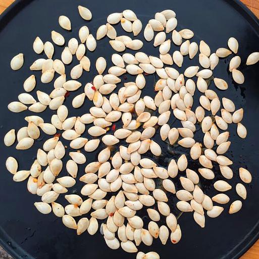 Spaghetti-Squash-Recipe-seeds-seasoning-salt-chile-pepper-spice2.JPG