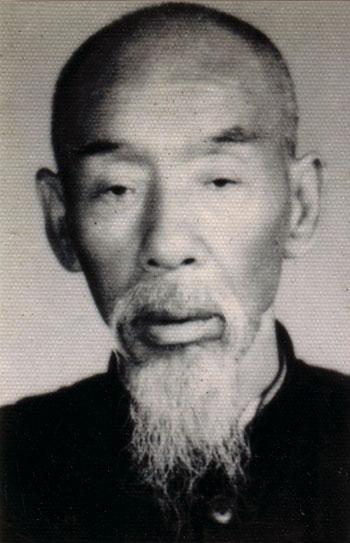 "耿氏形意拳第二代传人 耿霞光(1887-1972)人称""江南大侠""  Geng Style Xingyiquan second-generation descendant, Grand Master Geng Xiaguang (1887-1972), also known as ""Jiangnan Hero."""