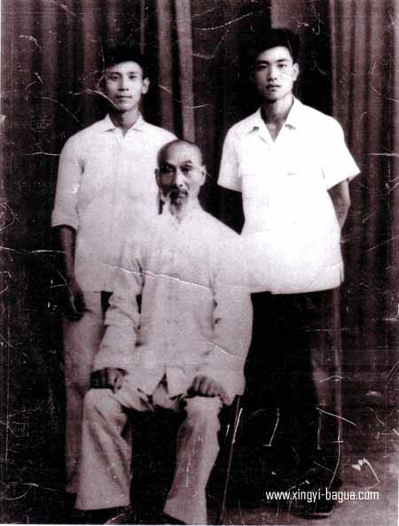 著名武术名家駱兴武与弟子 右 刘敬儒 左 杜余果(1961年合影)  The well-known martial arts master, Luo Xing Wu and his disciples in 1961. (Right) Liu Jing Ru; (Left) Du Yu Guo.