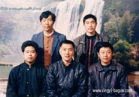 师徒合影 后左起 何贵荣、胡耀武 前左起 刘辉 师父刘敬儒 何顺才 沙市合影  Master and disciples photo in Shashi, China. Back row, from the left: He Guirong and Hu Yao Wu; Front row, from the left: Liu Hui, Master Liu Jin Ru, and He Shun Cai.