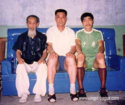 左起 80年代初期 著名武术大师彭延寿、师父刘敬儒与弟子胡耀武 荆州合影  Photo taken in early 1980's in Jingzhou, China. From the left: the famous martial arts Master Peng Uian Shou, Master Liu Jin Ru, and his disciple Hu Yao Wu.