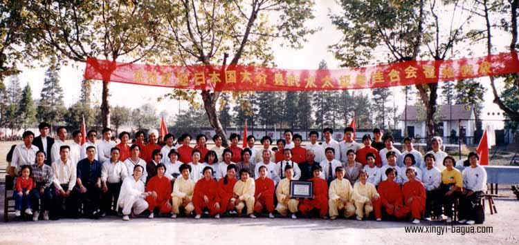 日本武术太极拳联合会来我校武术交流  (左十四为中国武汉武术学院院长:陈湘陵)  (左四,五为我校院长:胡耀武,陈德龙)  Japan Martial Arts and Tai Chi Federation visited my school.  (14th from the Left: President of Wuhan Martial Arts College, Chen Xiangling)  (4th and 5th from the Left: Presidents of my Martial Arts school: Hu Yao Wu and Chen De Long).