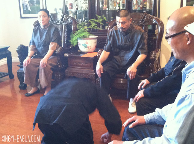 Student Thomas Tsai bows to Master Hu Yao-Wu.
