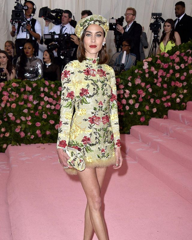 Alexa Chung's Met Gala 2019 look. Theme: Camp. Mini dress at the Met + matchy-matchy accessories = today's camp without trying too hard to be fab with a long ass dress train, or taking Susan Sontag's take on Camp too literally like everyone else did with a dress made of feathers. It's my fave look because of how comfy it is (kinda? It's sups short) and how minimalist-maximalist it is, and of course how unmistakably Chung it is. #art #queen