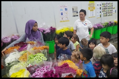 The cold room stored many of the flowers that have been brought in from different countries. The children were fascinated with the variety of flowers that they saw.