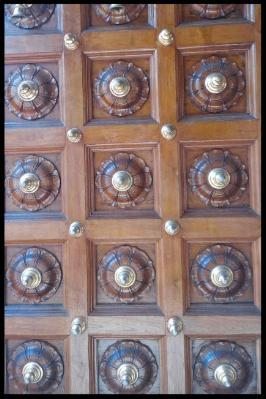 The entrance contains a pair of massive doors that are intended to induce humility in the visitor in the presence of the divine. The doors are studded with small gold bells, which devotees are supposed to ring as they move through.