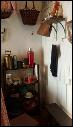 The room for ma jies. Majies were ladies who worked as domestic servants and housekeepers. They wore a white long sleeved top with black pants.