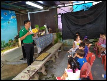 The children were shown various mushrooms