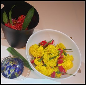 Marigold, Roses, Butterfly Peas, Ixoras and Pandan leaves were used to produce the different colours.