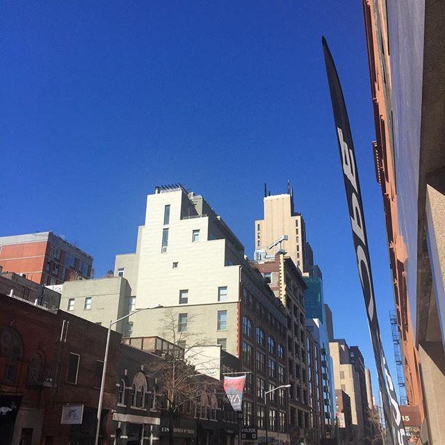 Klein Blue sky #gorgeous #finalday @scopeartshow ・・・ . . . . . #details #scope #contemporaryart  #newyork #curated#bluesky