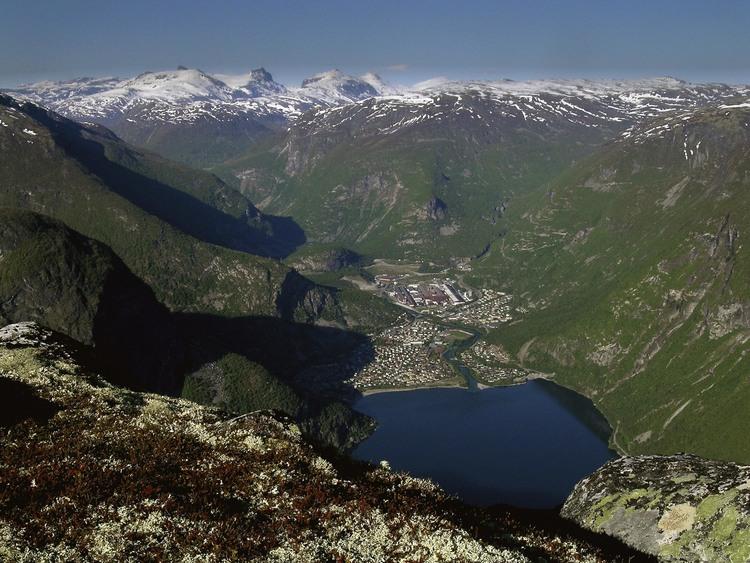 Bøttejuv-utsikt+mot+Jotunheimen+og+Ø.Årdal-.jpg