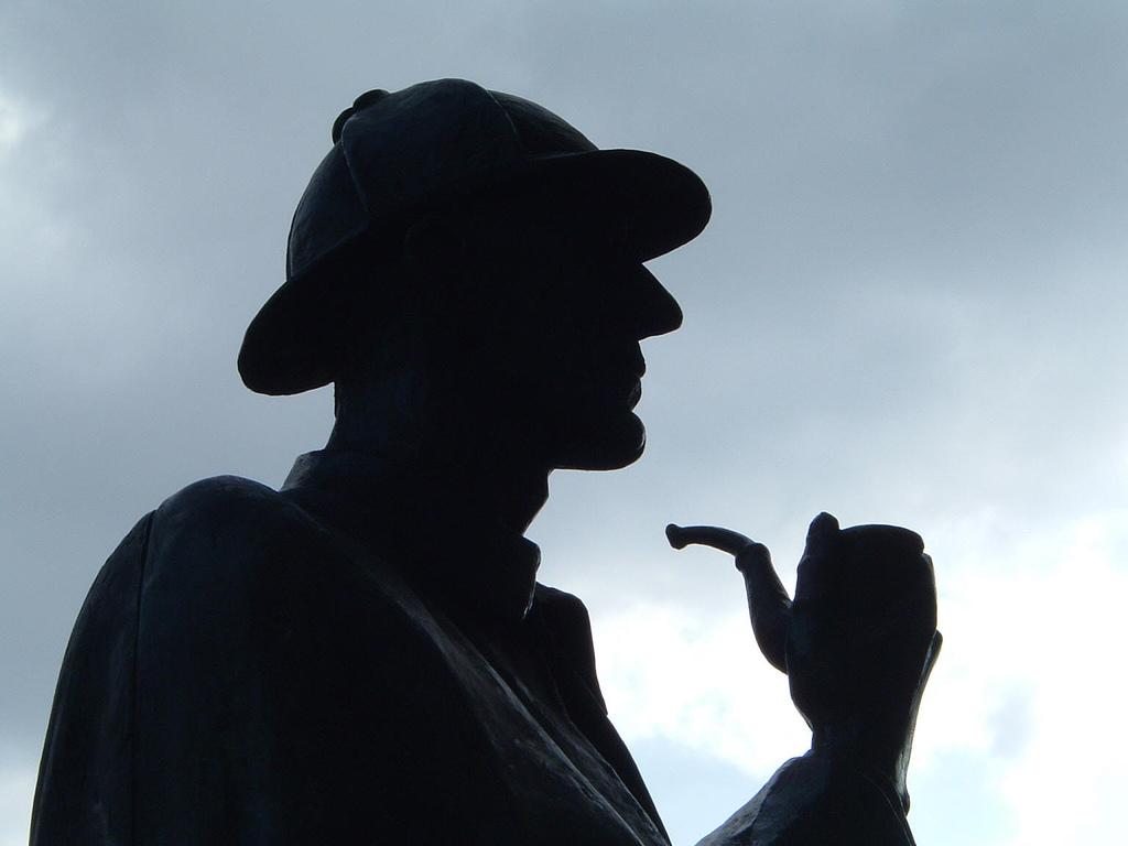 L'esempio più citato: Arthur Conan Doyle ha resuscitato Sherlock Holmes perché i fan gli hanno rotto l'anima.