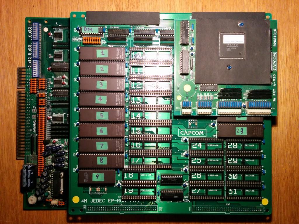 Per quanto l'hardware sia originale, la scheda faceva in origine girare Street Fighter II' CE. È stata convertita dal mio vizioso spacciatore.