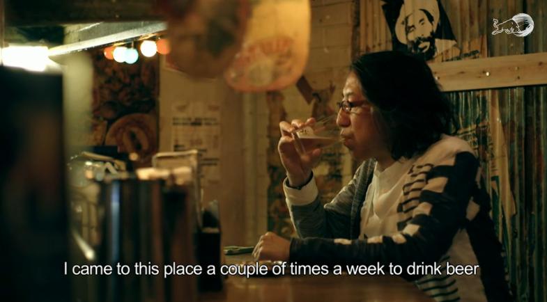 """Hirokazu """"Hip"""" Tanaka nel suo locale preferito, dove da ragazzo si innamorò del reggae. Cose del genere le potete vedere per la prima volta in 'sti video qui. Roba da matti."""
