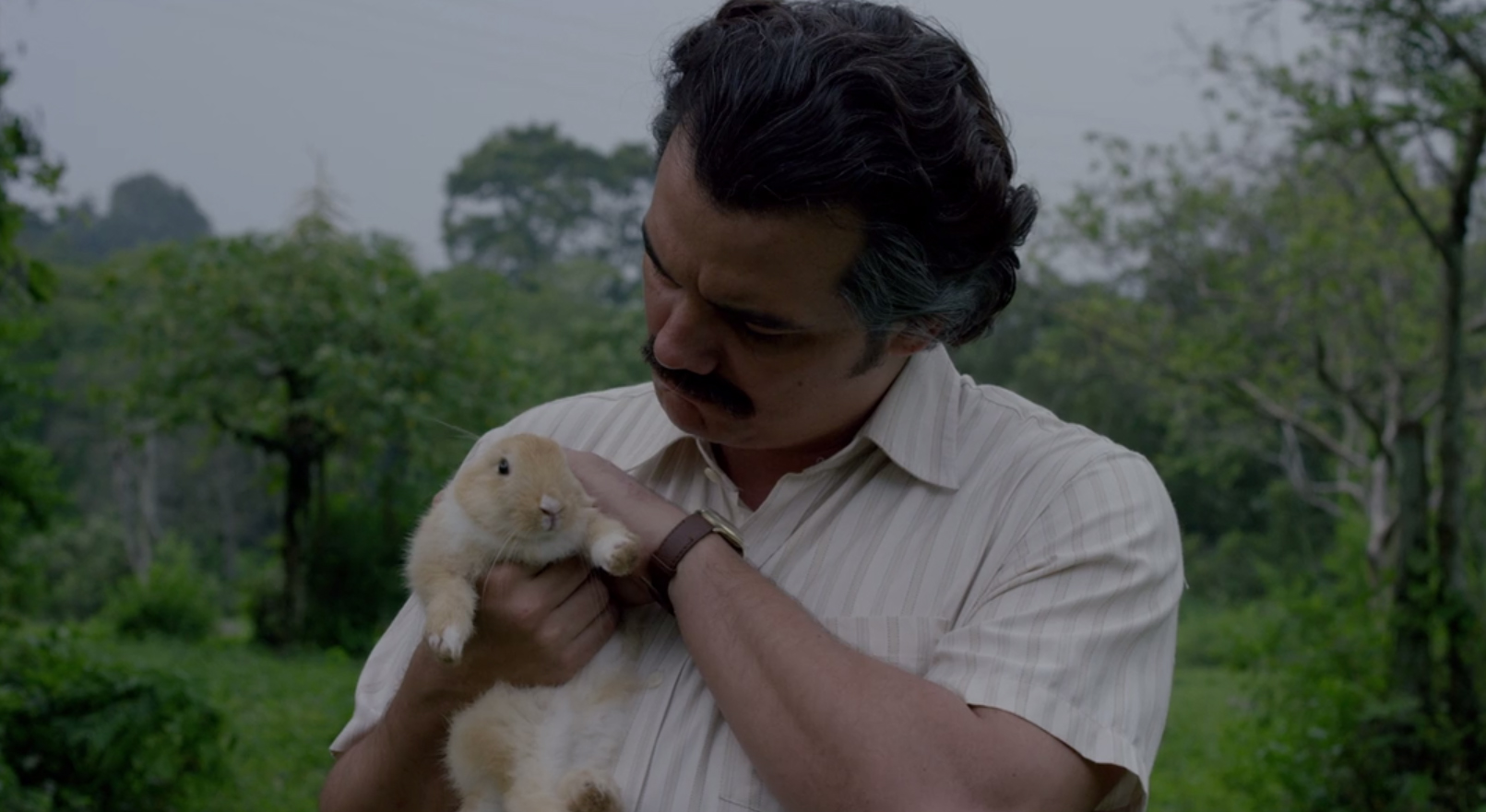 Pablo alla fine è un bravo ragazzo, qui alle prese con l'imitazione del nostro Colaneri.