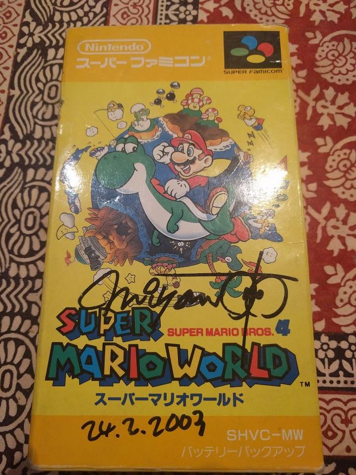 Questa è la vissuta confezione del mio  Super Mario World  comprato da Nunzi: quando ebbi l'onore di incontrare Miyamoto, in occasione del lancio di Wind Waker in Italia, fu la prima che gli feci autografare.